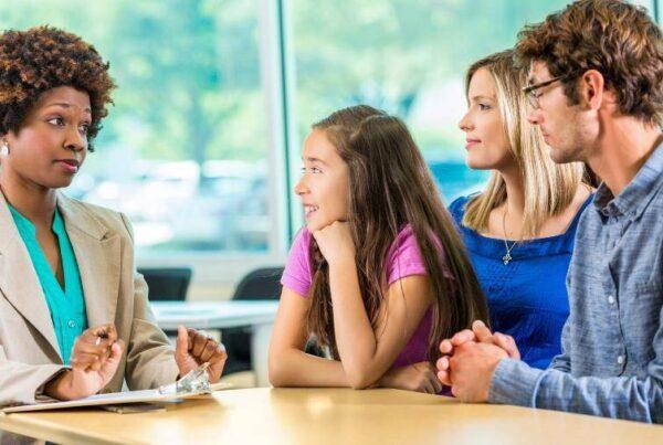 Relacionamento entre pais e escola: 4 táticas incríveis